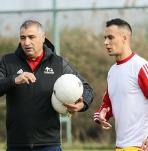 Algerian Okacha Hamzaoui Linked with Iran's Tractor - Sports news