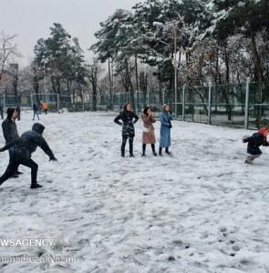 Mehr News Agency - Snow brings joy to Shahr-e-Rey